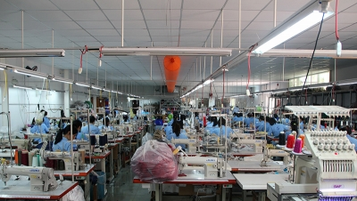 Workers at a garment factory. (Shutterstock)